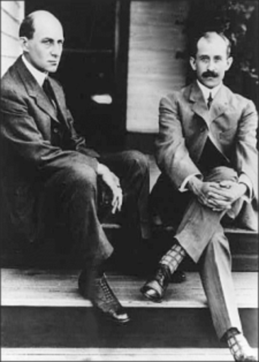 From left to right, Wilbur and Orville Wright