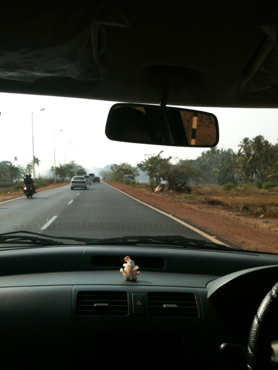Inside the airport cab we hired from Dabolim to go towards Baga. Great driver, good ride.