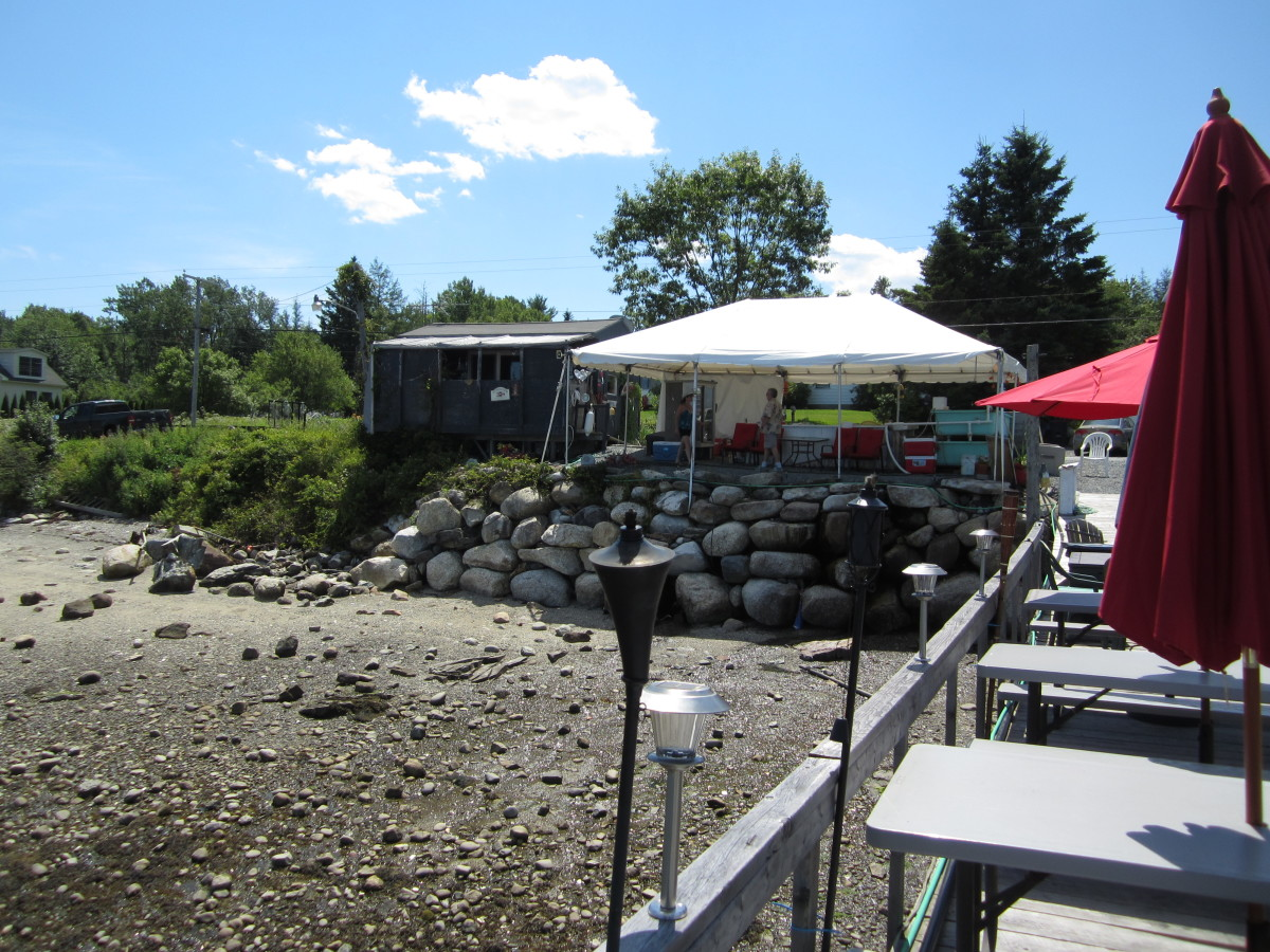 Perry's Lobster Shack from the Pier