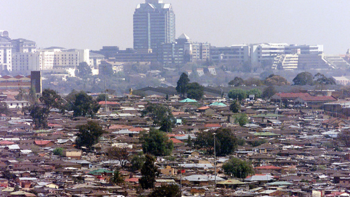 There are fewer people living in poverty in SA, according to trends in poverty and inequality between 2006 and 2011, says the statistician general. Yet, Poverty and Affluence are next to each other as gleaned from the photo