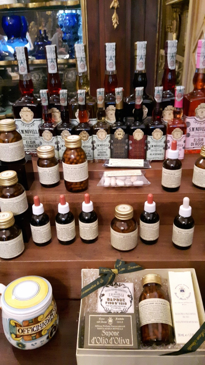 florence-italy-the-most-beautiful-pharmacy-in-the-world-established-1612