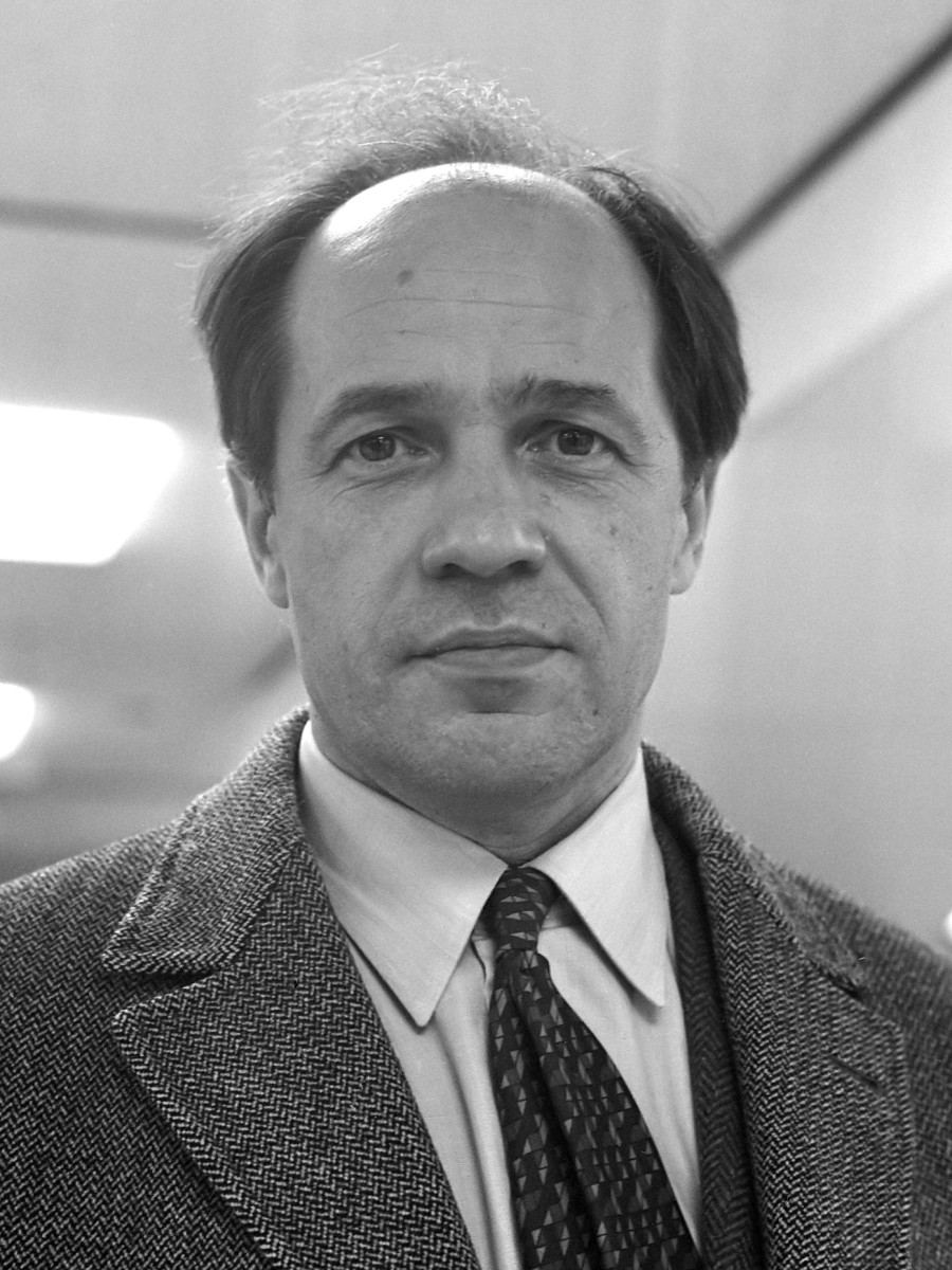 Photograph of Boulez in 1968.