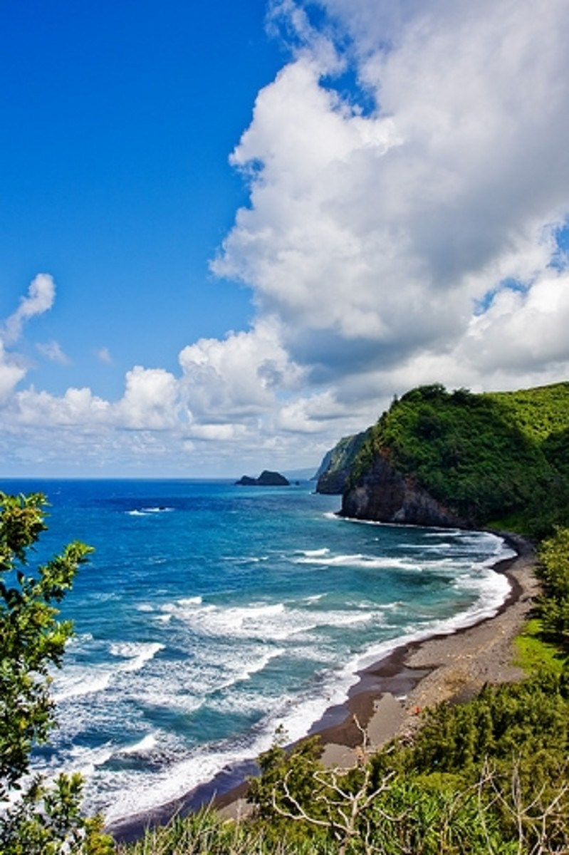Hawaii Pololu Valley Black Sand Beach