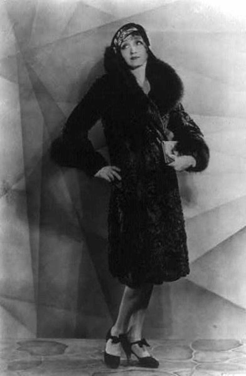 The glamorous Hedda Hopper in 1929. She was mother to William Hopper, who played Paul Drake in the Perry Mason TV serial, and grandmother to an interesting man that writes about her activities during the Cold War.