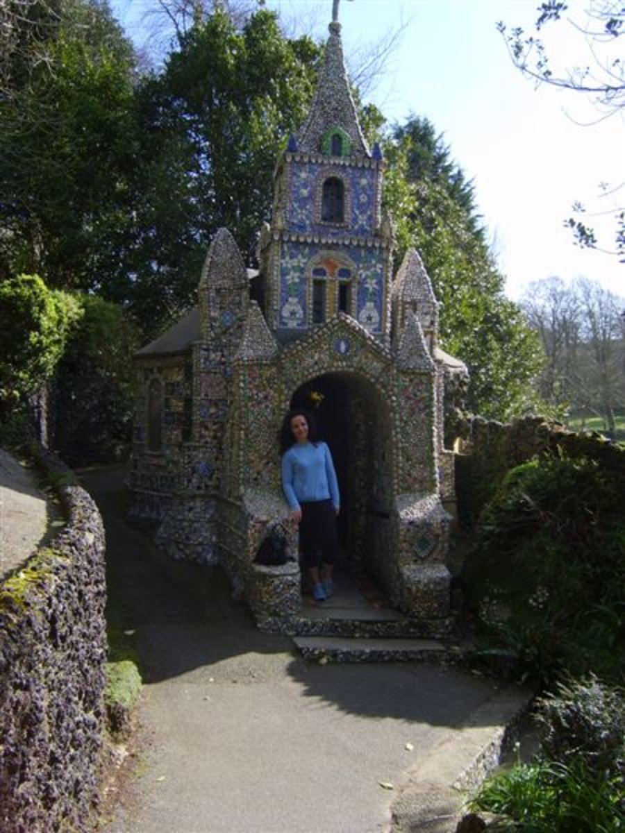 Vaz at One Entrance to The Little Chapel