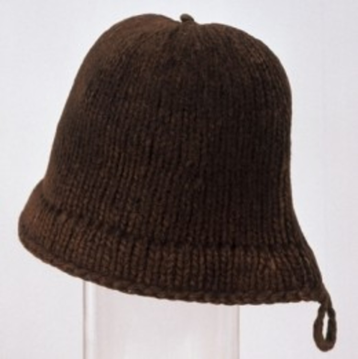"This is the woolen Welsh hat that the Plimouth settlers wore after the first months on American soil. No black ""pilgrim"" hats."