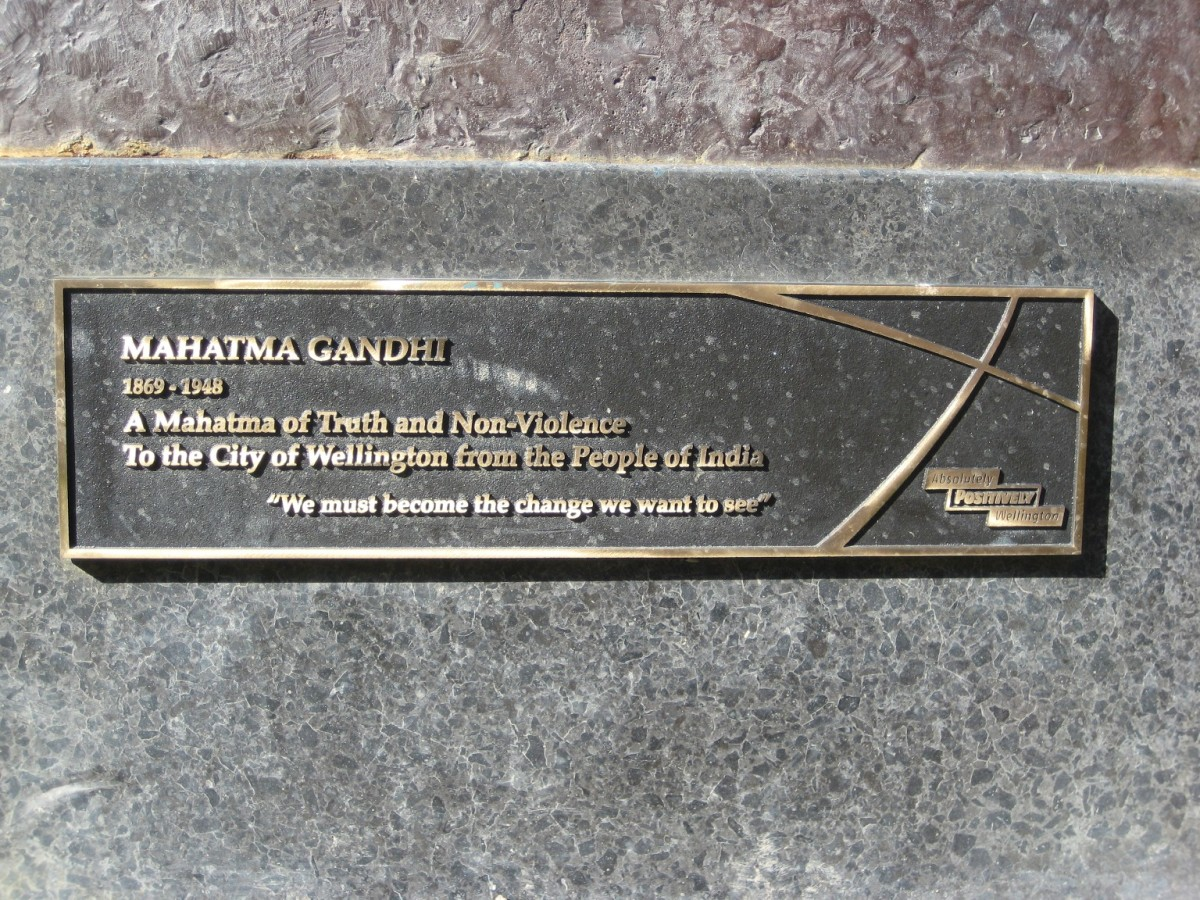 The plaque at the base of the Mahatma Gandhi statue, Wellington