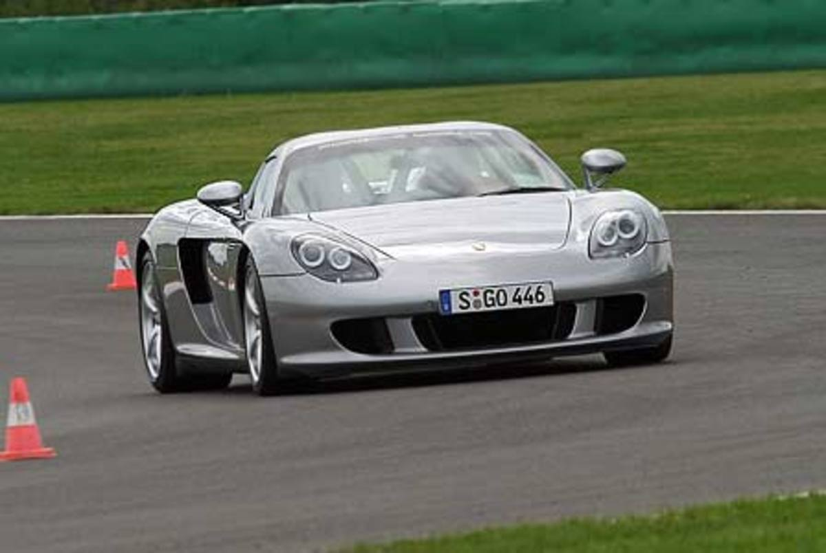 Porsche Carrera GT - 209mph
