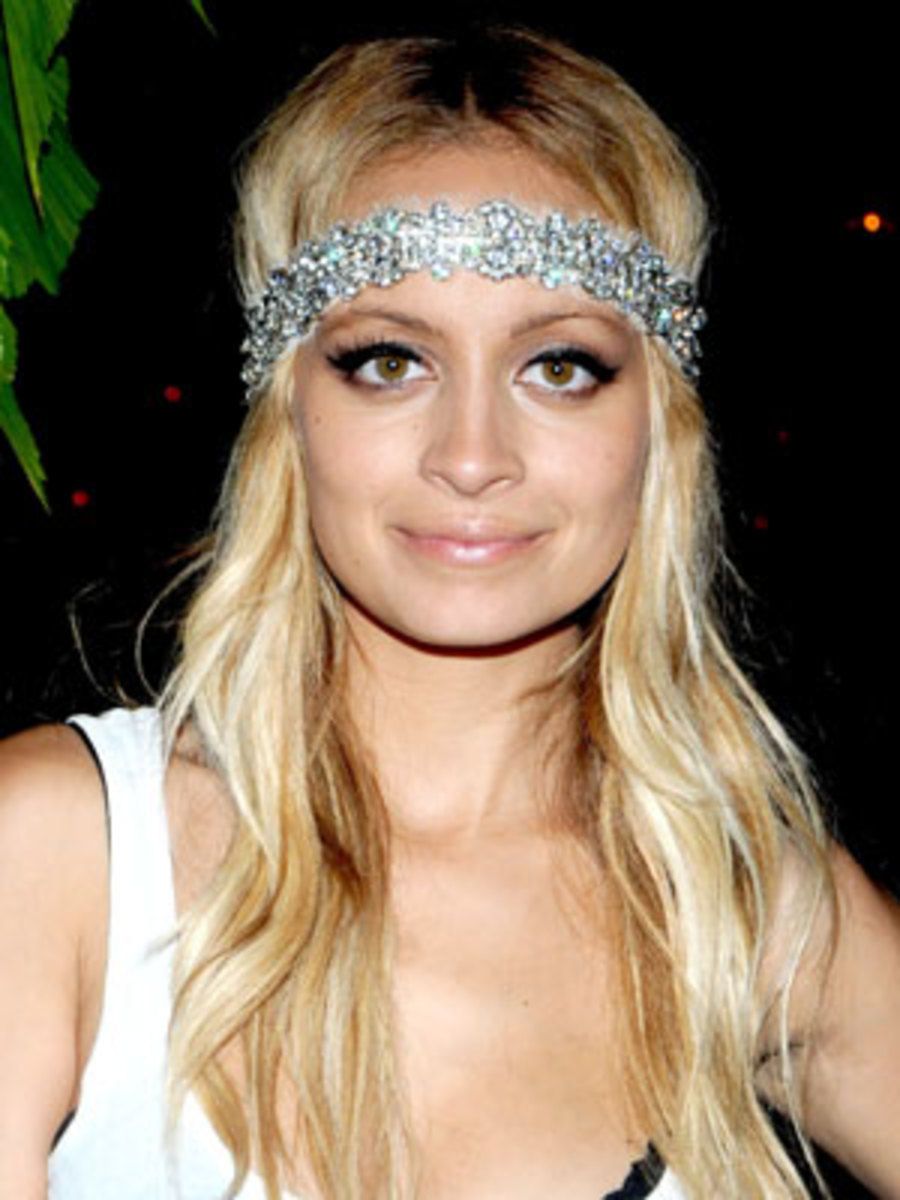 "Nicole Richie...Come on... The headband should have big letters across it that states ""DUUUHHHHH""....."