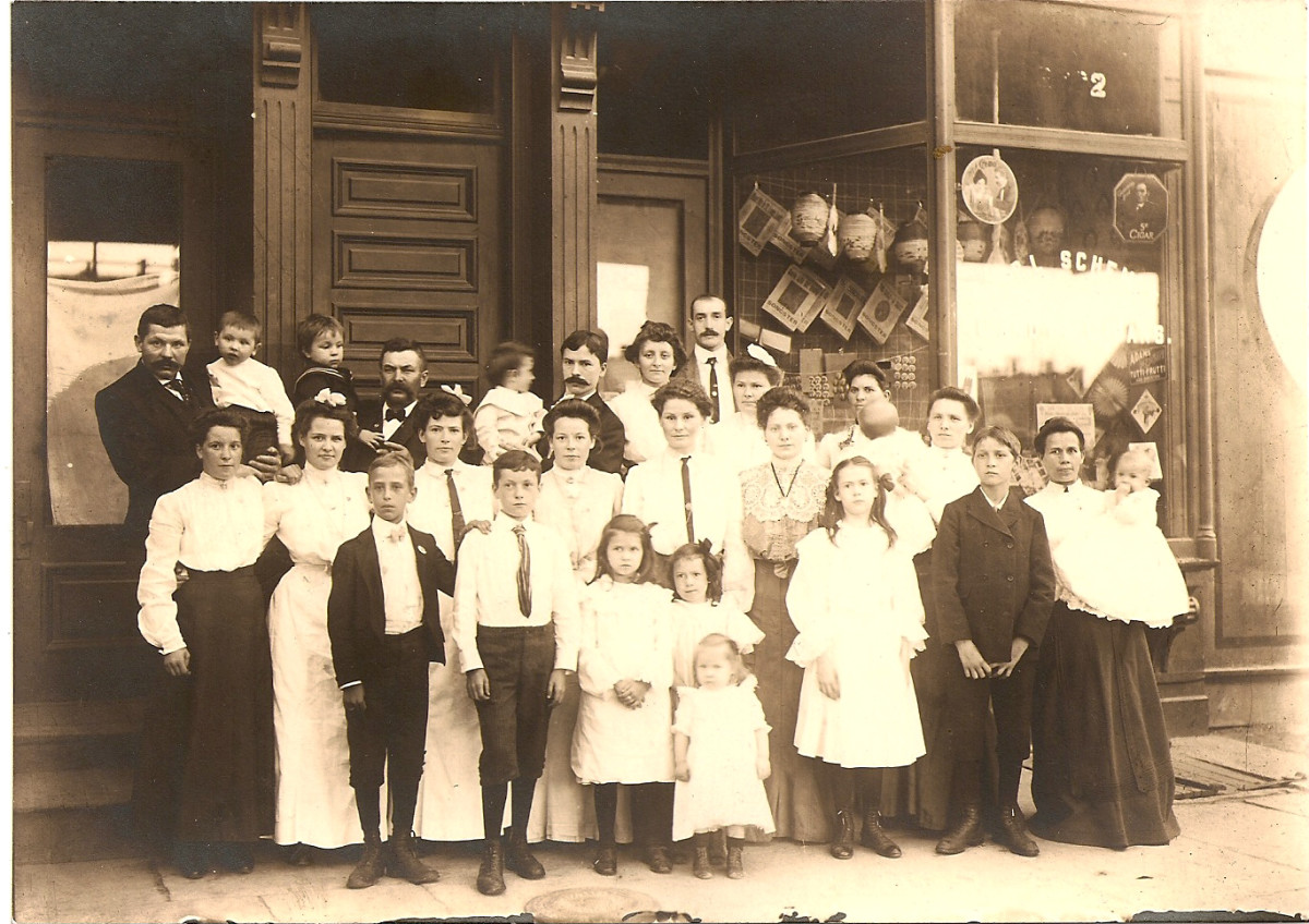 German immigrants living in New York in the early 1900's. The little one in front is my grandmother (old family photo)