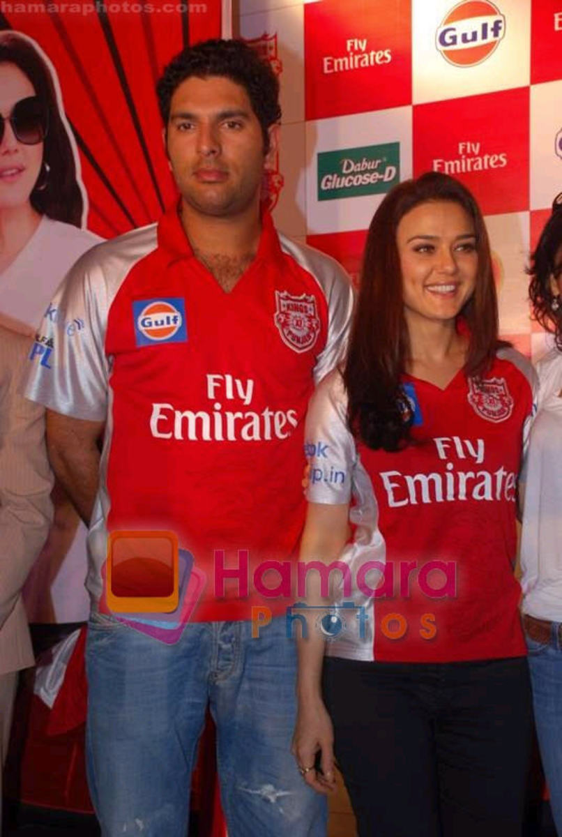 Priety on stage with Yuvraj