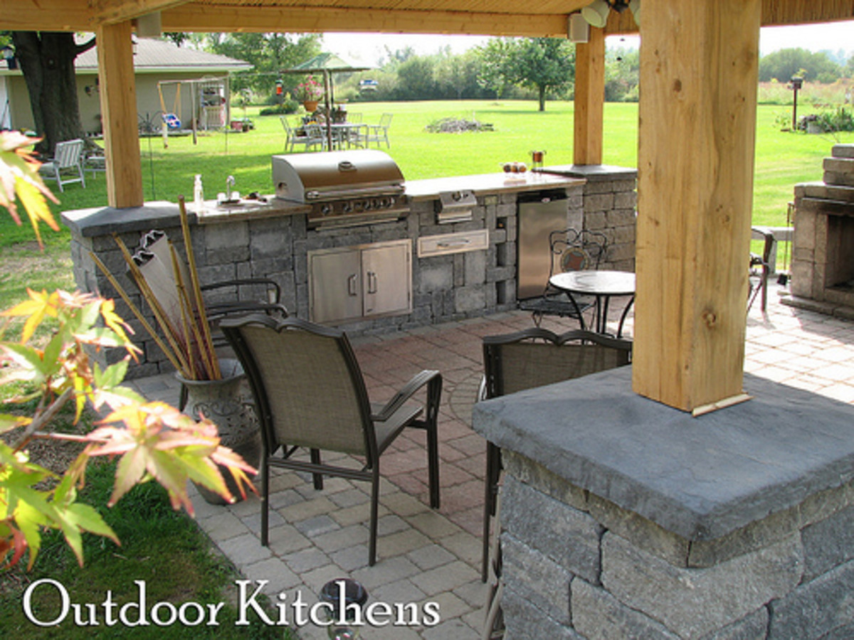 Outdoor Kitchen (Photo courtesy by Niagara Horticulture from Flickr)