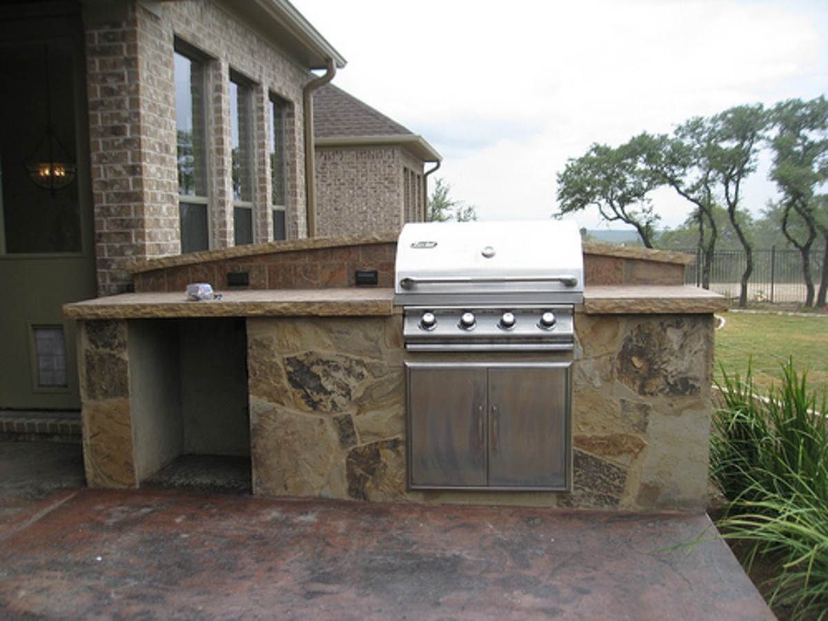 Upgraded Stone Grill (Photo courtesy by wilshirehomesdeco from Flickr)
