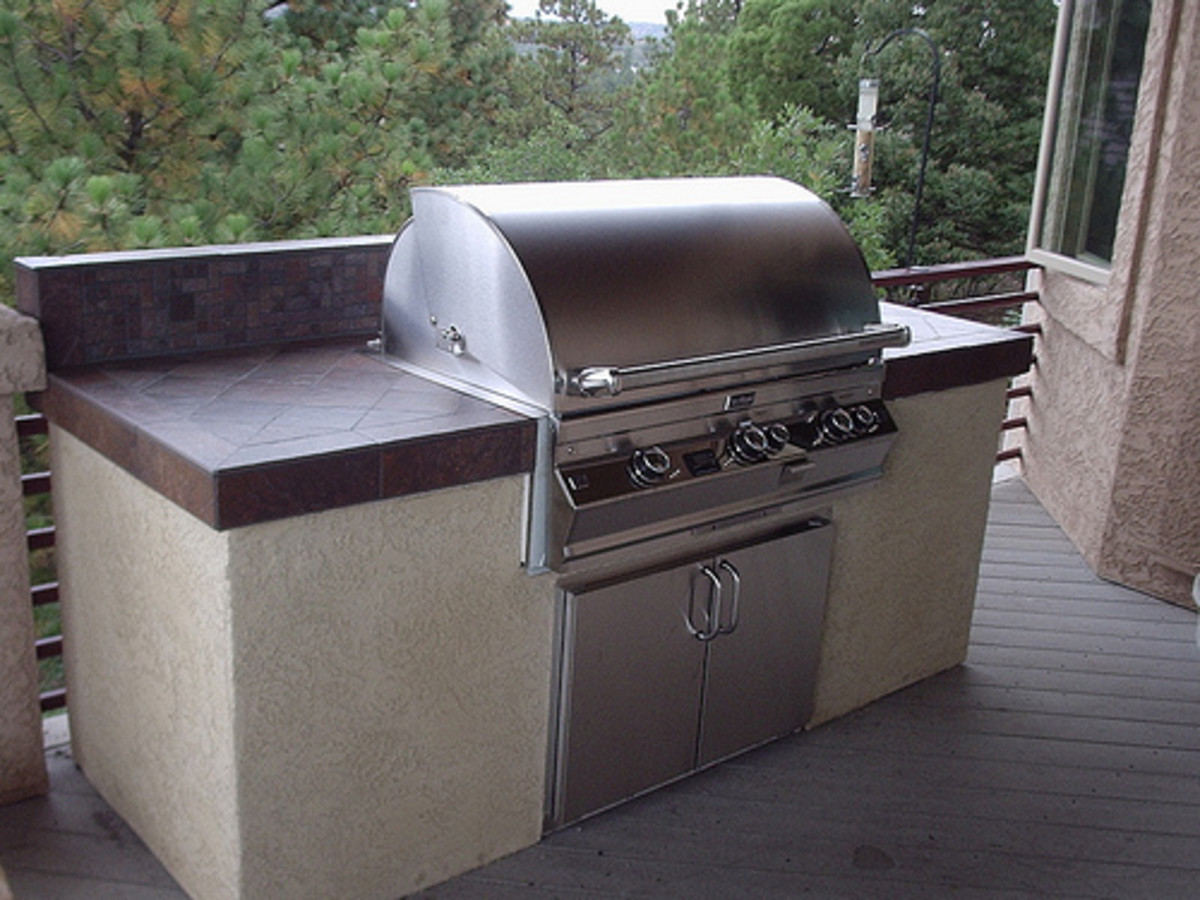 Outdoor Barbecue Grill Placed in the Patio (Photo courtesy by Fredell Enterprises, Inc. from Flickr)