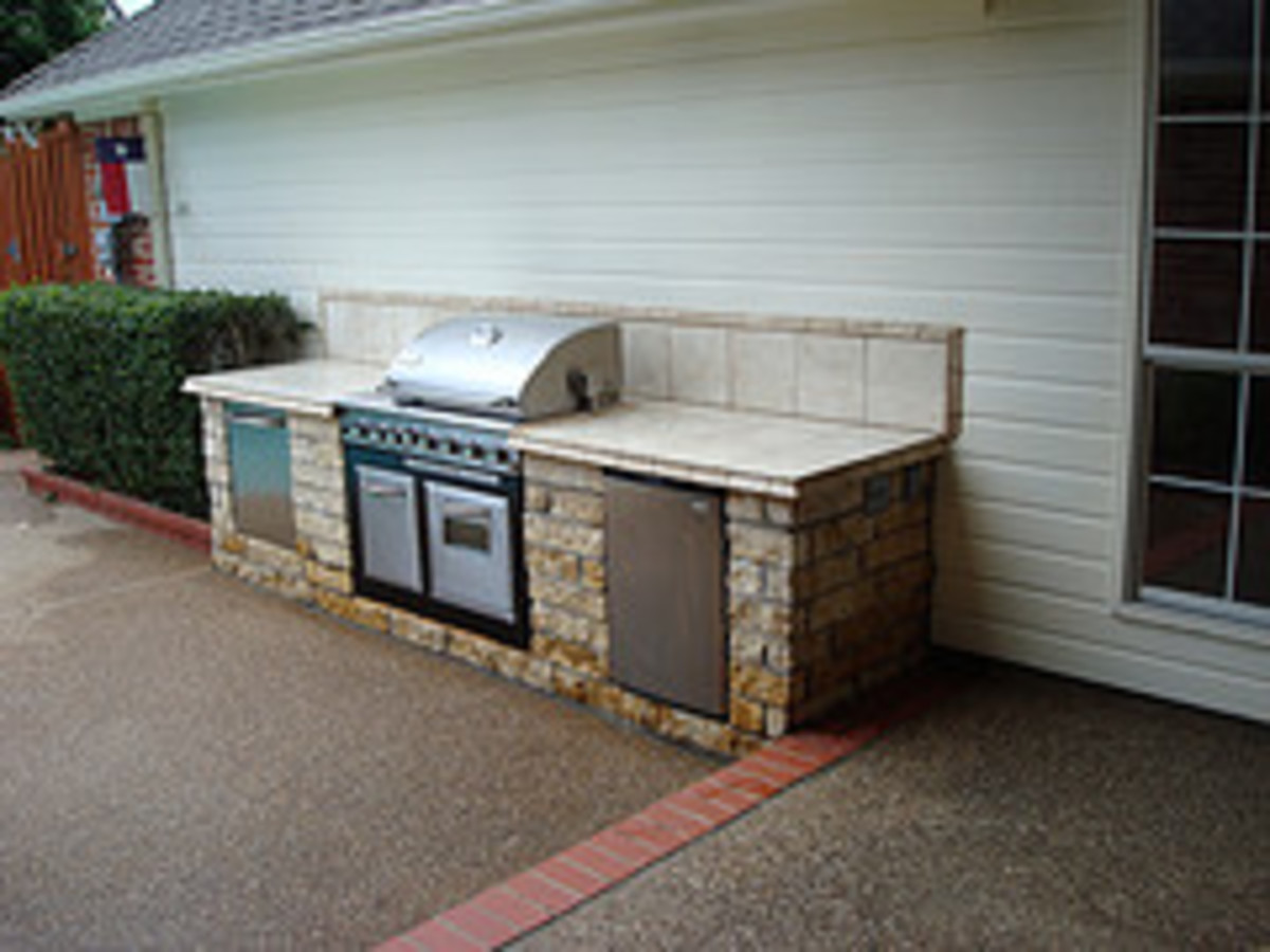 Outdoor Kitchen at the Rear Part of the House (Photo courtesy by ric_den1 from Flickr)