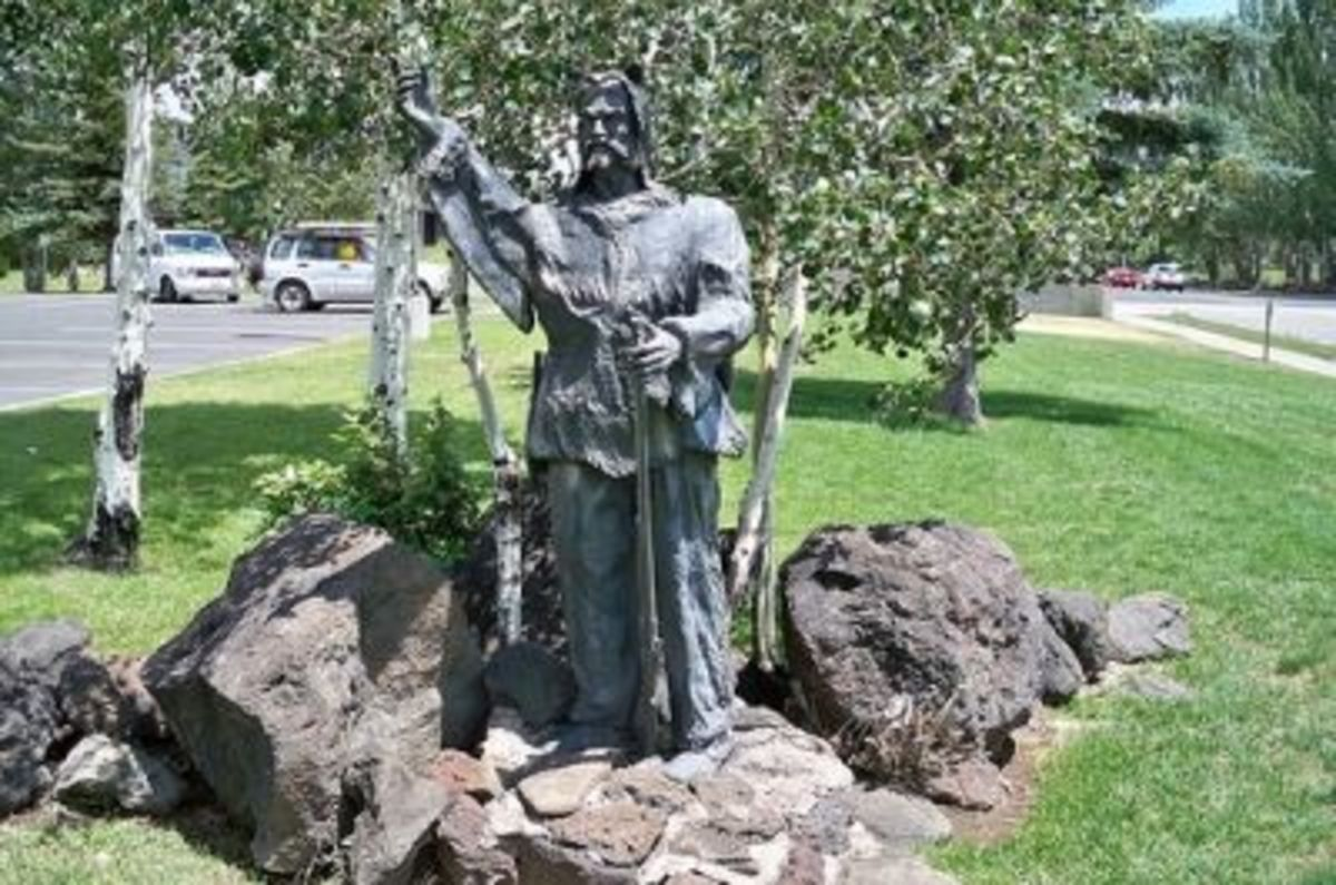"""One of several bronze sculptures by Lou Bader, this one part of the """"Frontier Adventure"""" multi-piece display"""