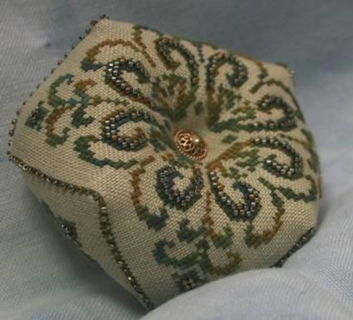 Free Hand Embroidery Pattern: Tudor-Style Rose – Needle
