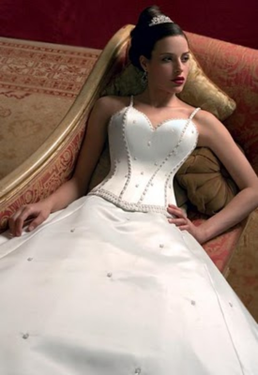 Sweetheart neckline, corset bodice, spaghetti straps and full skirt.