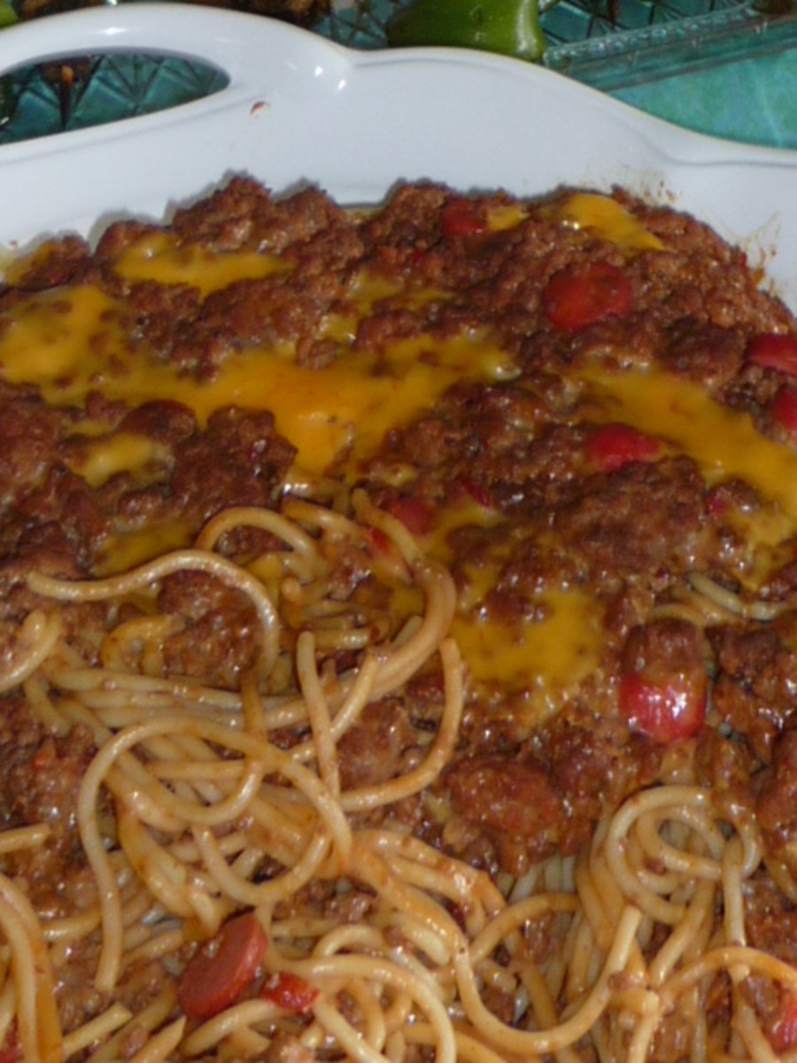 Spaghetti w Filipino hotdogs