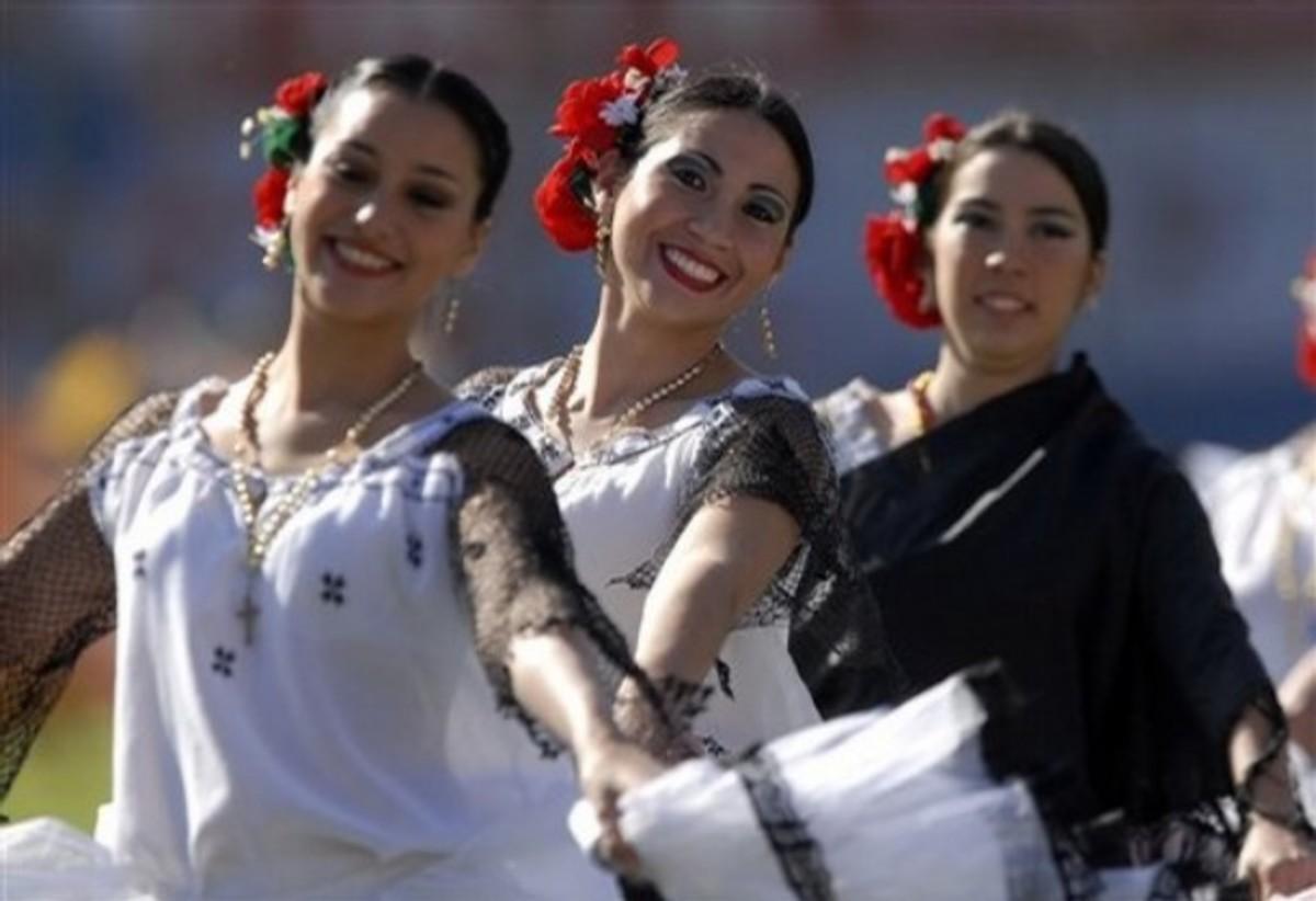 Paraguayan Dancers