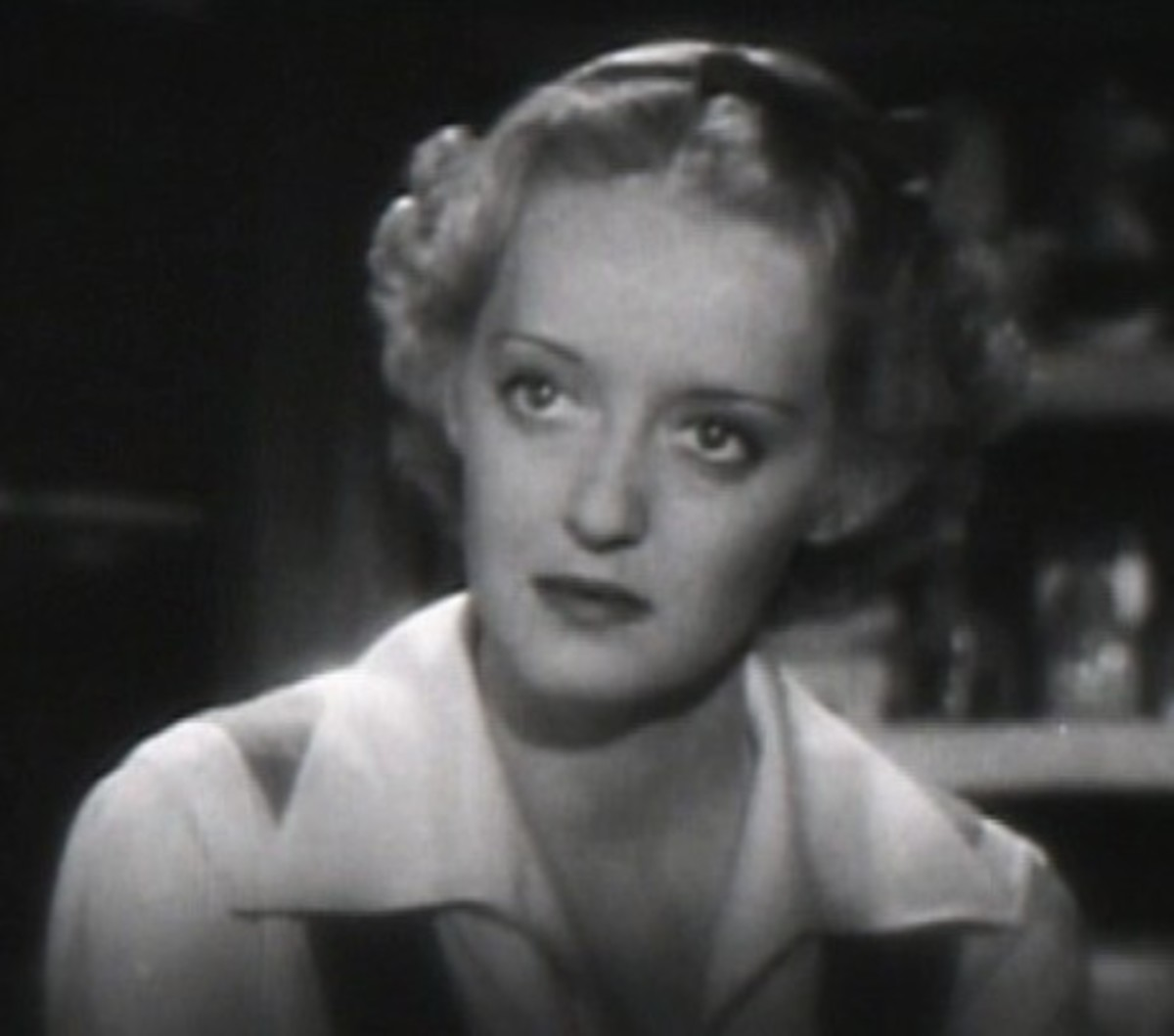 Bette Davis wears a cropped style to stop the eye before it goes down the length of the face in one fell swoop.