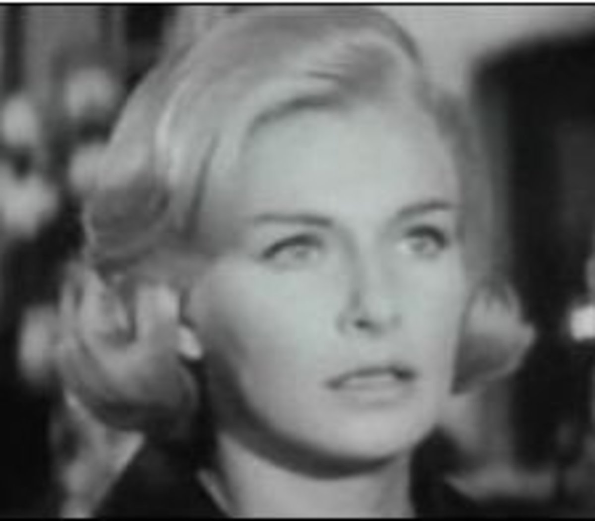 Joanne Woodward's square-shaped face is almost geometric here, with the full-bodied short waves adding roundness and some dashing asymmetry.
