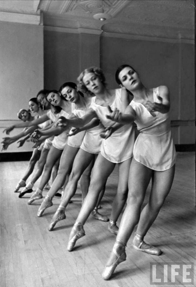 """""""BALLERINAS"""" BY ALFRED EISENSTAEDT IN 1936"""