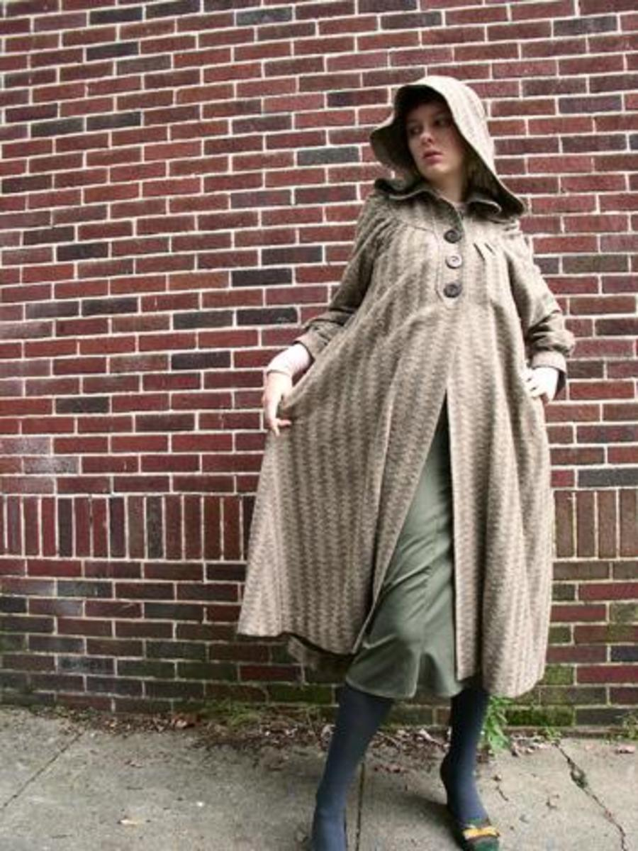 gorgeous vintage hooded coat photo uploaded onto Flickr by Persephassa.  One of Frieda's favorite vintage hooded coat photos.