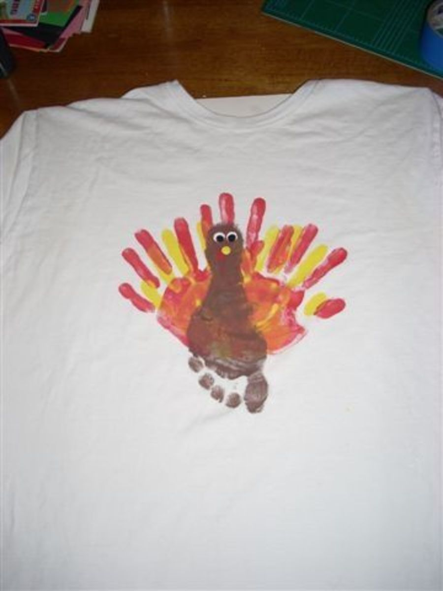 Now finish the turkey's eyes with 2 black cirlces. Add a beak of a yellow circle.