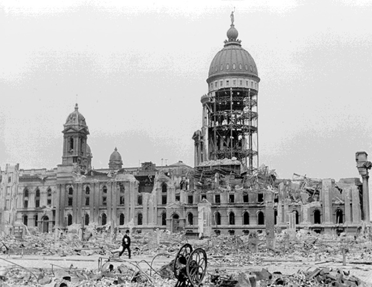 Old City Hall, destroyed in 1906 earthquake. After its collapse, it was discovered that it had been built very shoddily; many walls were full of sand.