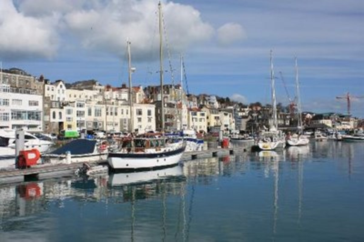 St Peter Port Harbour, picture courtesy of http://talkingcupcakes.blogspot.com/2008_09_01_archive.html