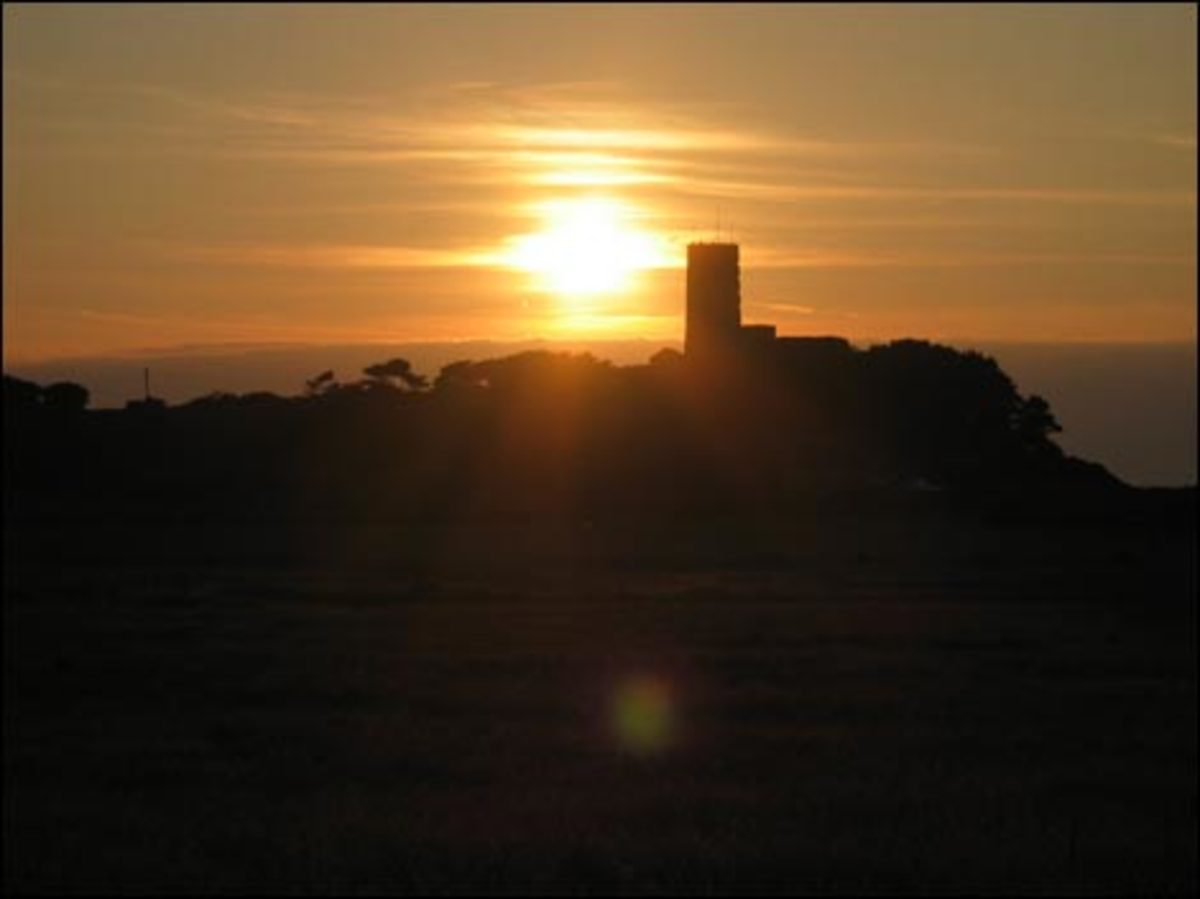 Sunset Fort Sausmarez, picture courtesy of http://www.guernseycarriagedrives.co.uk/gcdsunset.html