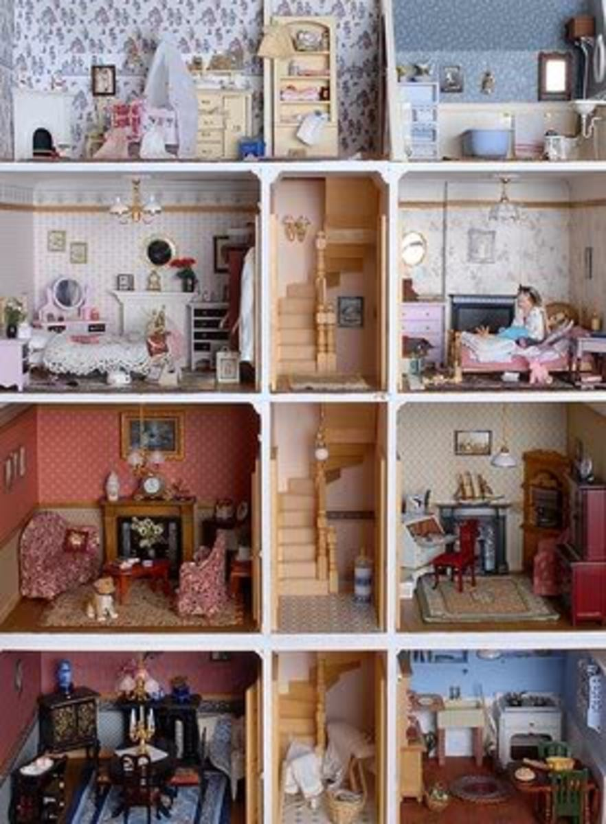 Vintage Dolls' Houses for Collectors