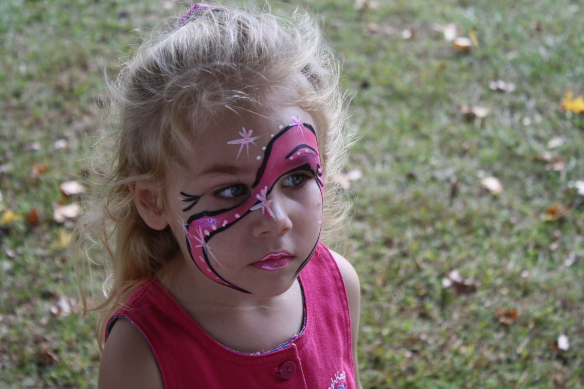 aaliyah showing off her face painting