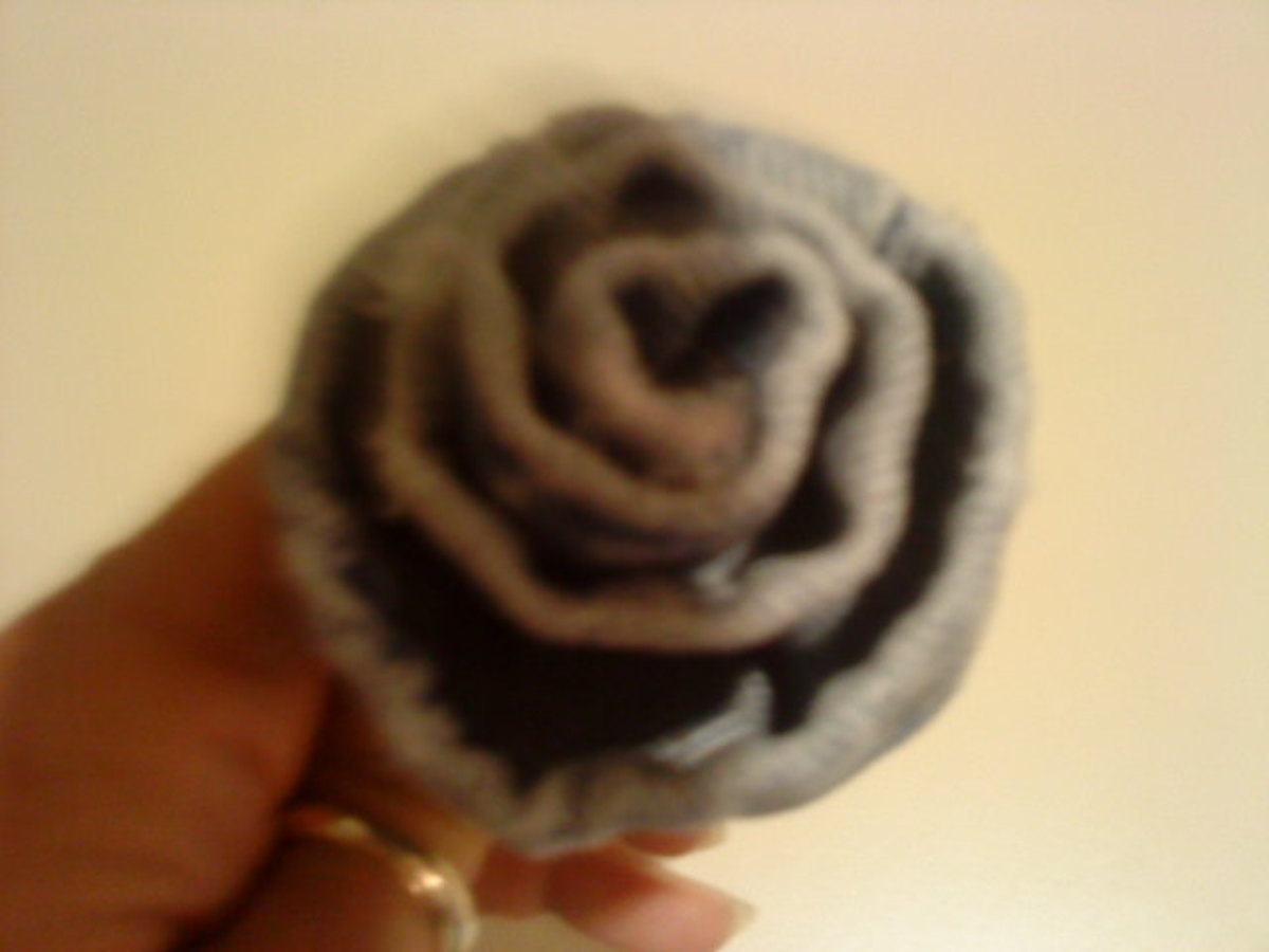 Making a rose from the hem of denim jeans