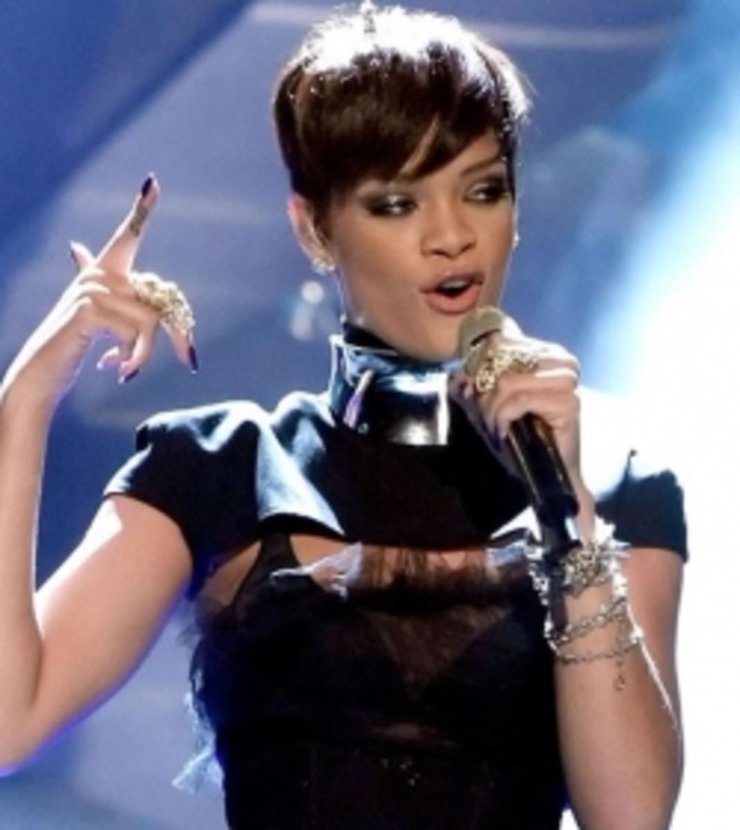 Rihanna-Finger-Armor-Ring