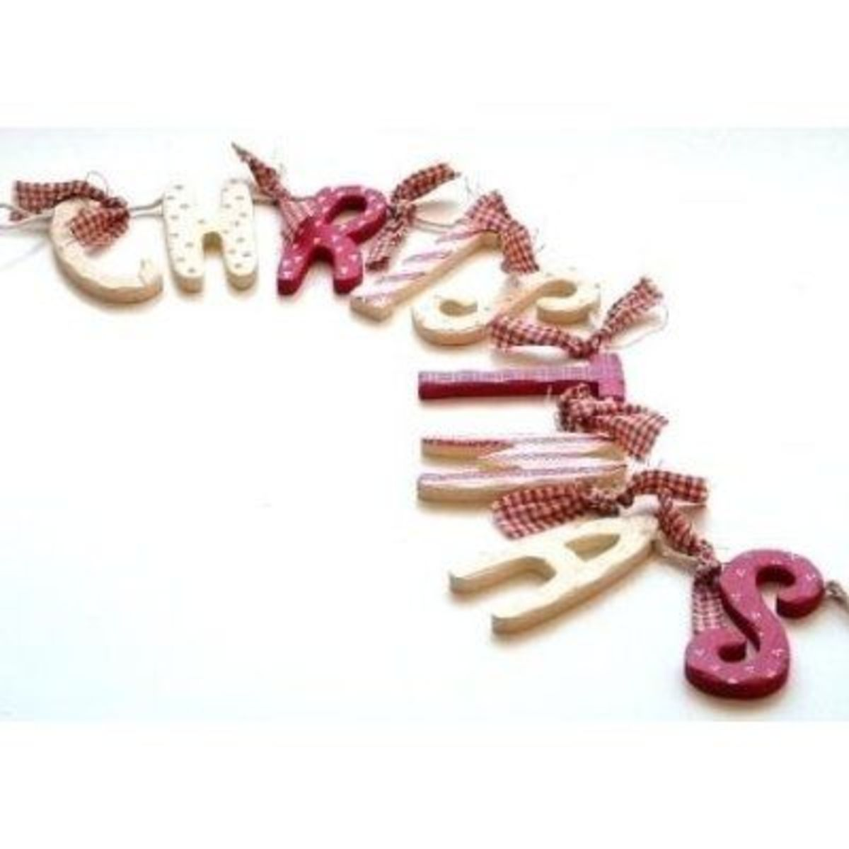 Shabby Chic Wood & Gingham Christmas Garland Decoration on Amazon