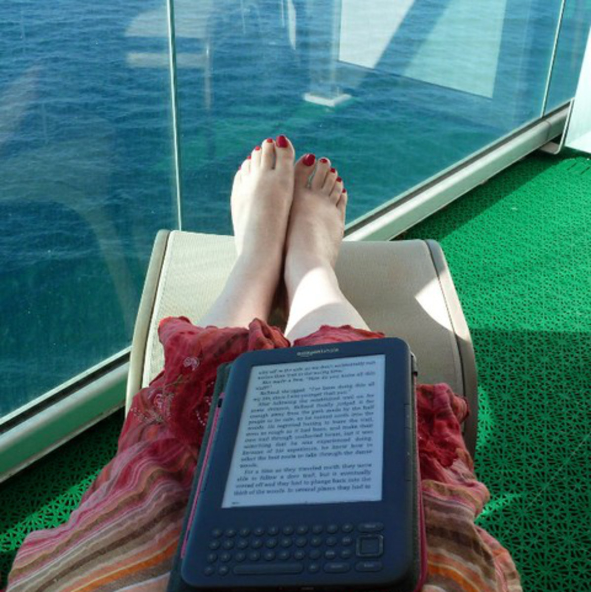 Kindle in the sunshine on a cruise