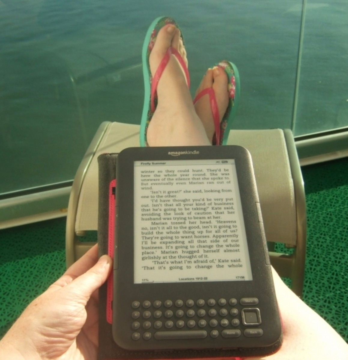 Kindle Keyboard being read in the sun
