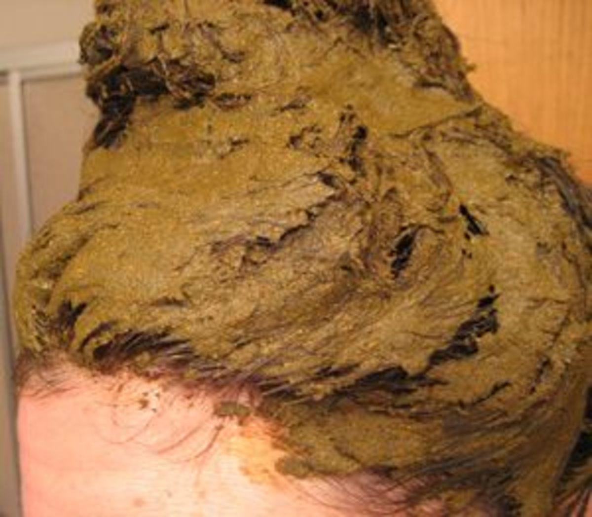 apply henna hair color
