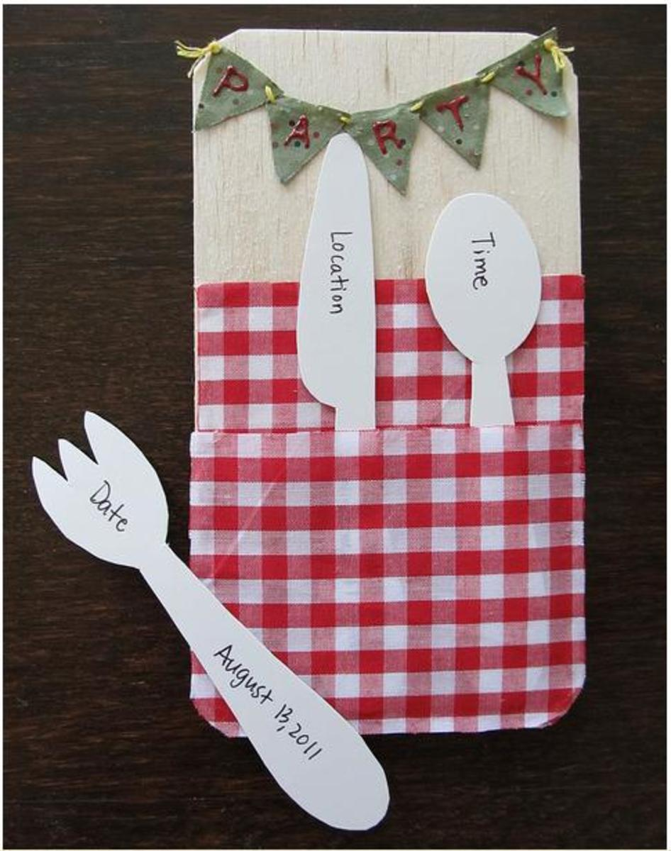 With removable cut-out cutlery!