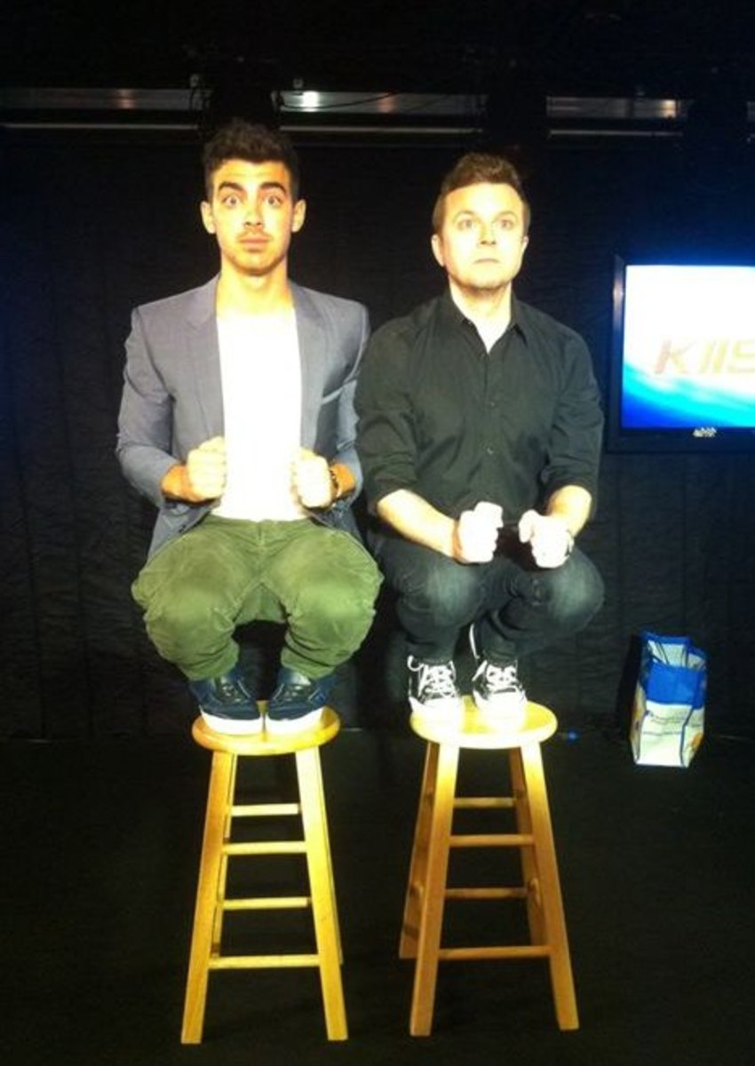 Joe Jonas Owling with Jojo Wright