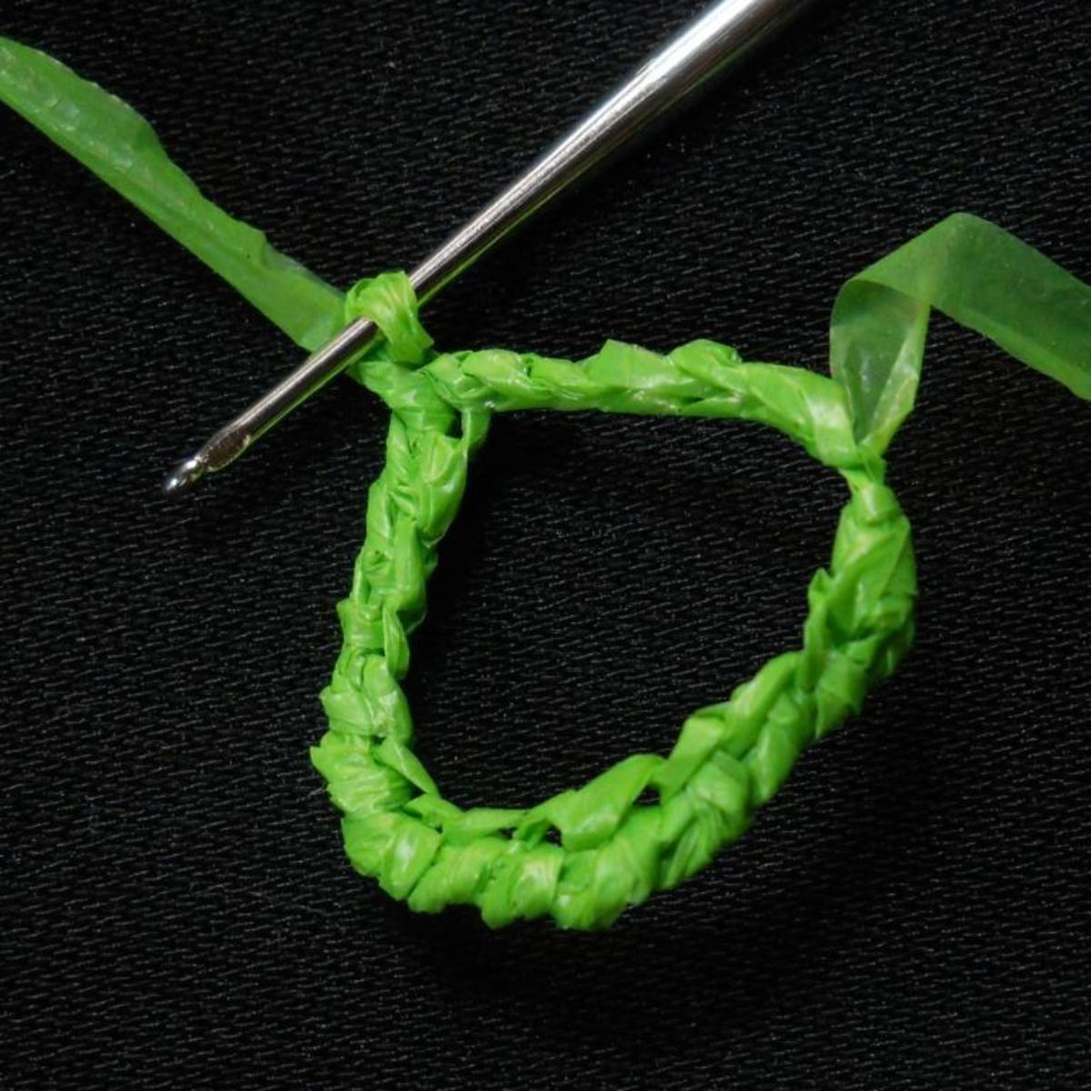 How to Make a Single Crochet Stitch | eHow.com