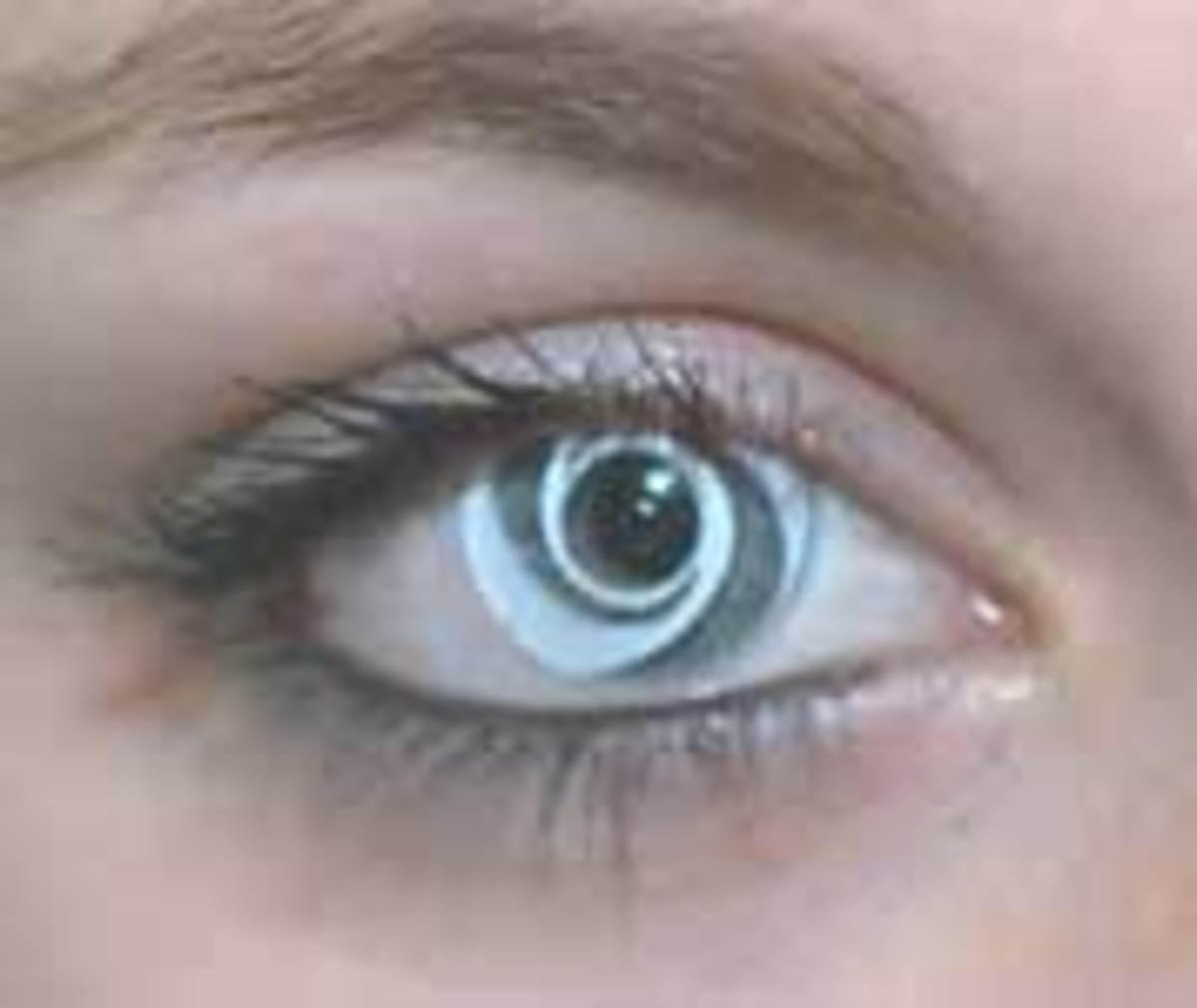 A fantasy swirl contact lens