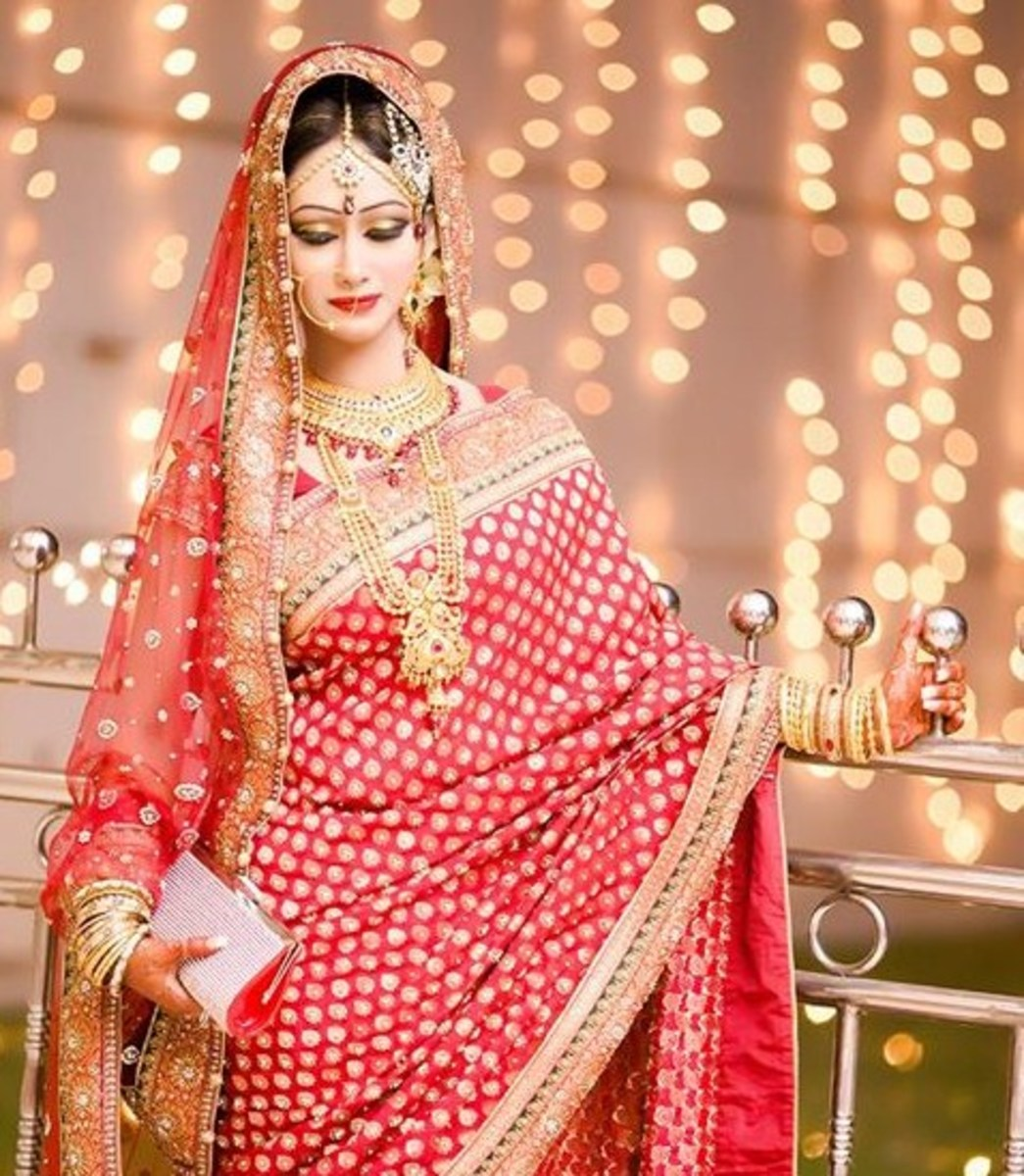 Gorgeous Red Katan Saree from Vasavi Bangladesh. Bangladeshi Bride wearing lush red saree.