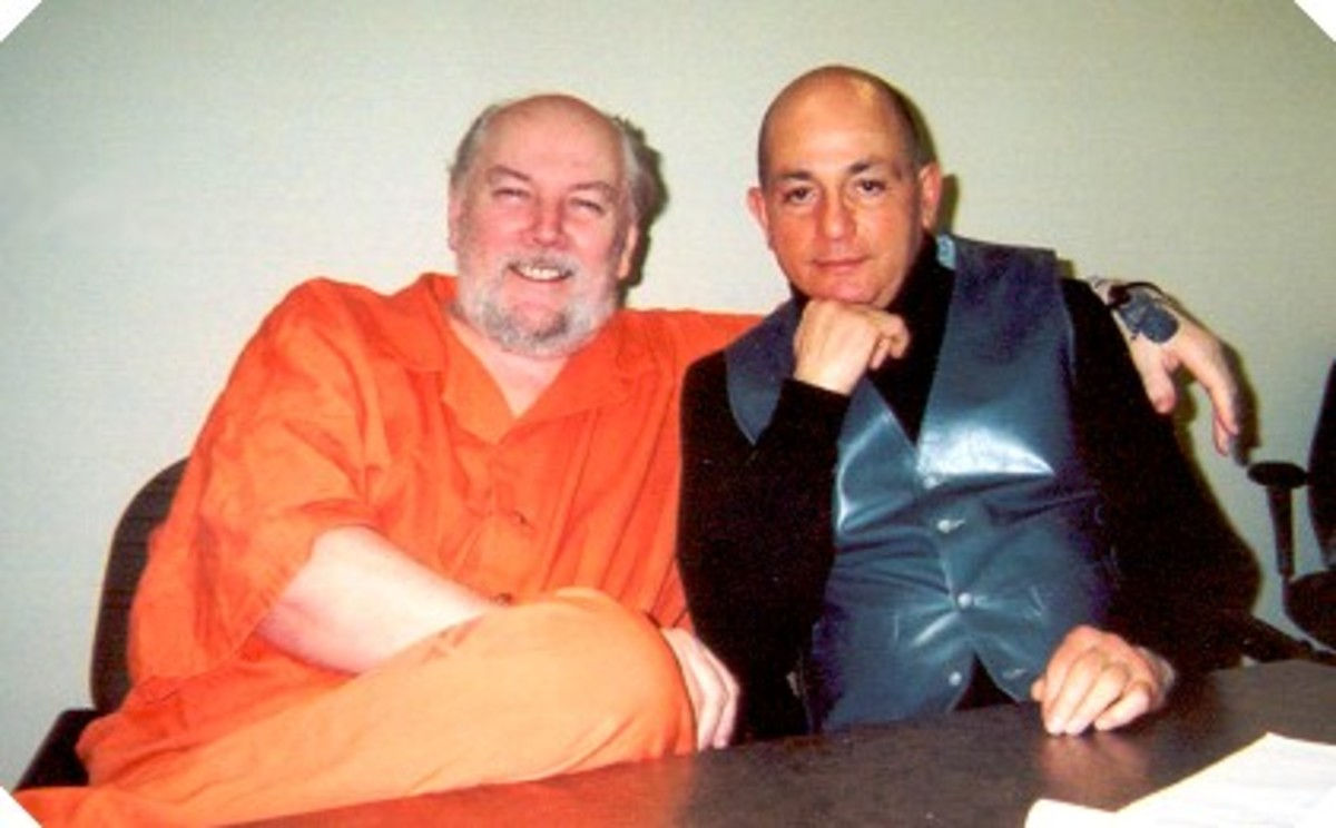 Killer Richard Kuklinski in jail with a rather pensive author of Ice Man- Philip Carlo