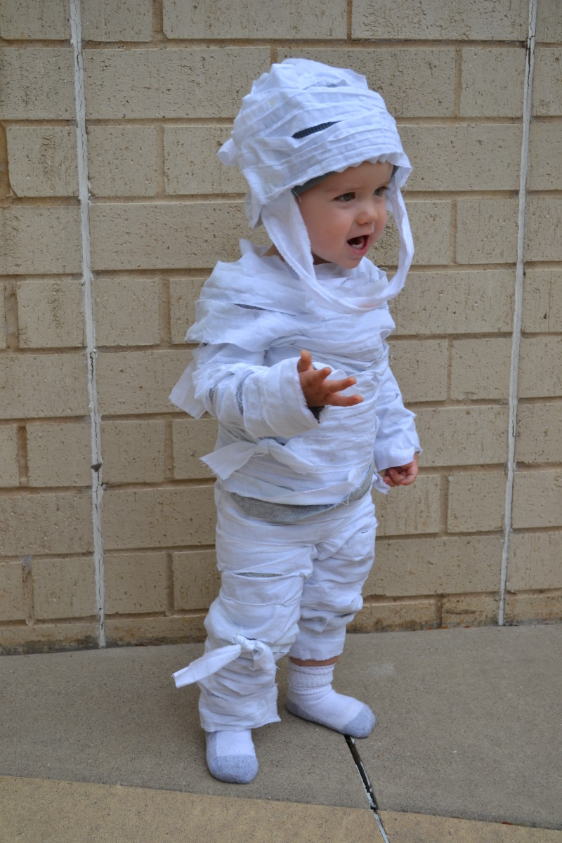 How To Make An Easy No Sew Child S Mummy Costume Hubpages