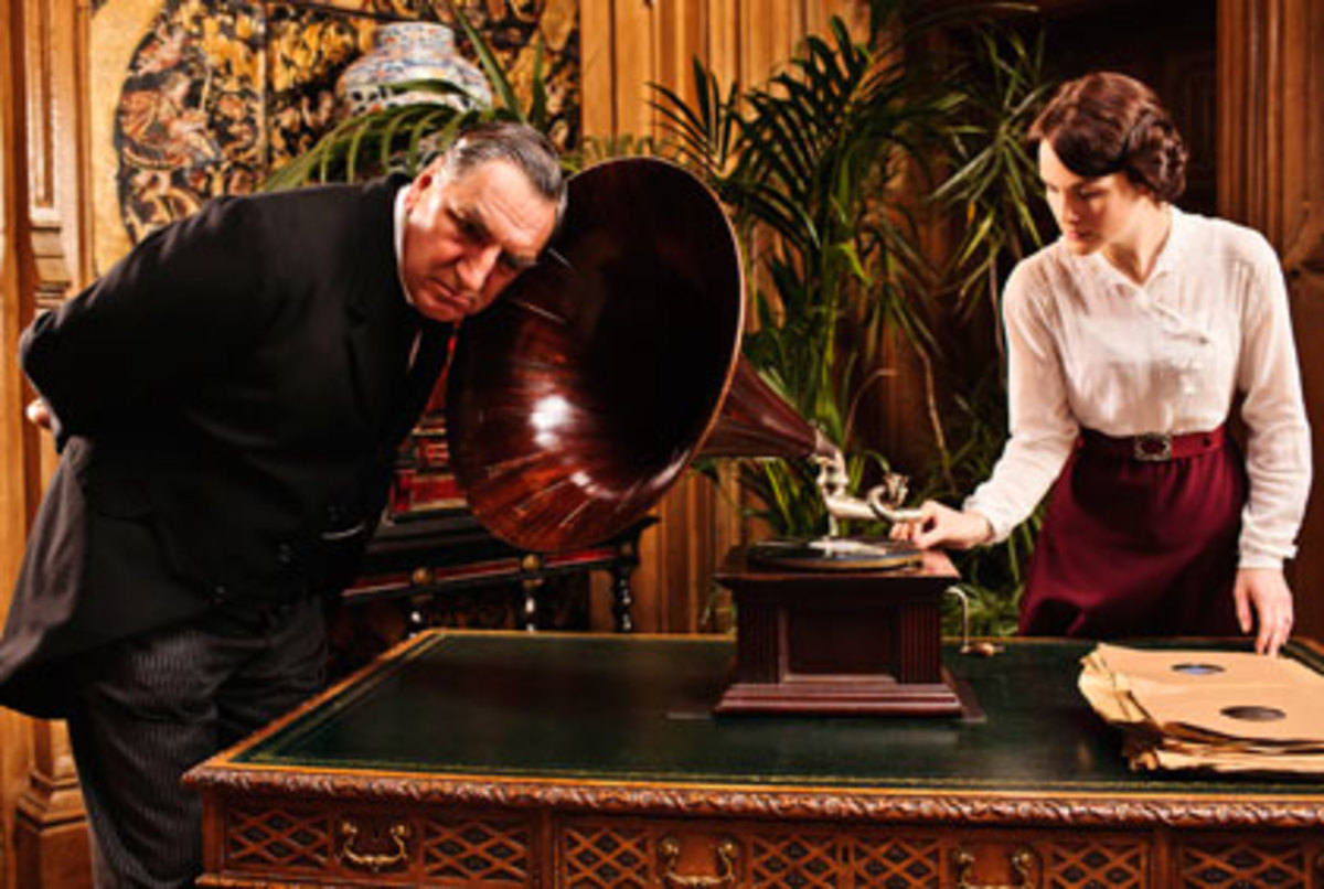 Lady Mary Allowing Carsen to Lend an Ear to Her Phonograph Horn