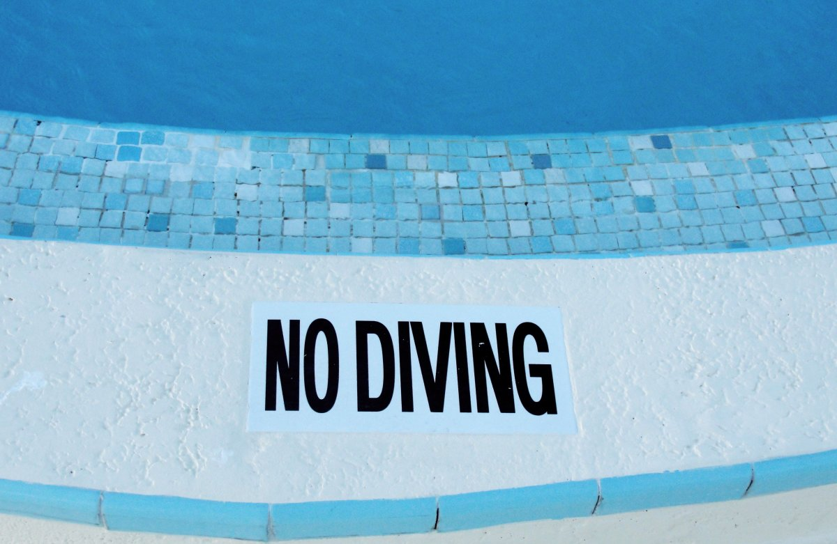 If it says No Diving, it means no diving! If you like what you read, pass this on to fellow swimmers so we can make our public swimming pools more enjoyable