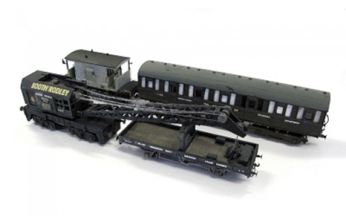 The complete Engineers Train with the Dapol Crane (above), plate wagon, modified Ian Kirk Quad Art body and Dapol Brake Van - a repainted Chivers Fineline 4 wheel pigeon van has been added since as a tool packing van